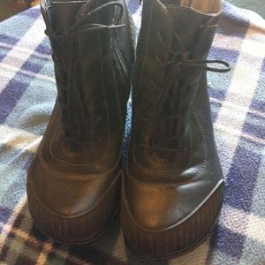 ADVENTURES DESIGN BOOTS LIKE NEW